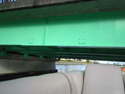 橋スレスレ